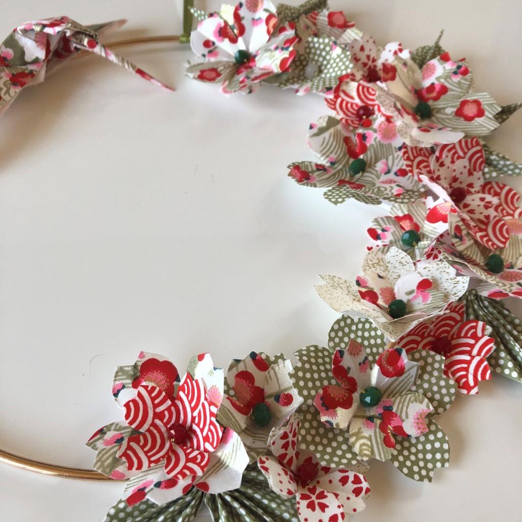 Couronne Kamakura avec fleurs en origami – Colibri rouge et vert amande