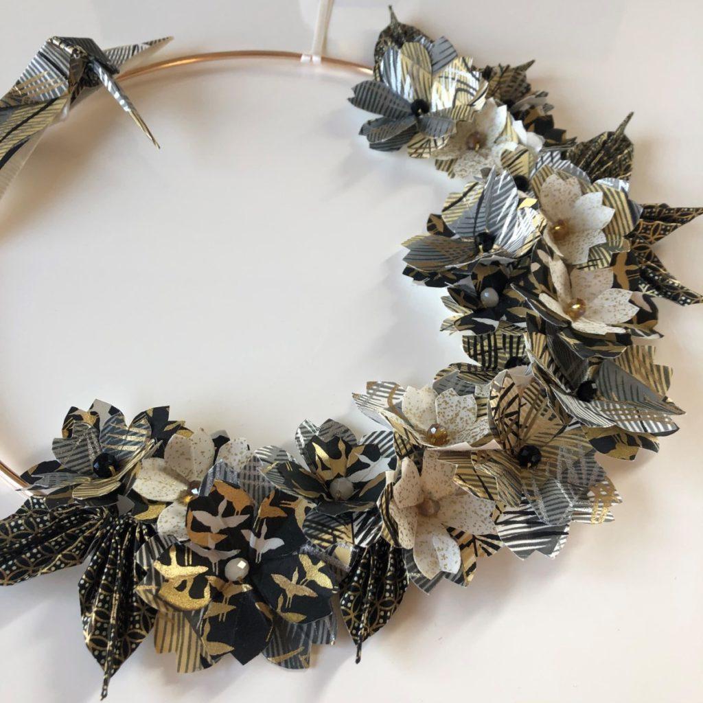 Couronne Kamakura avec fleurs en origami – Colibri Noir et Or