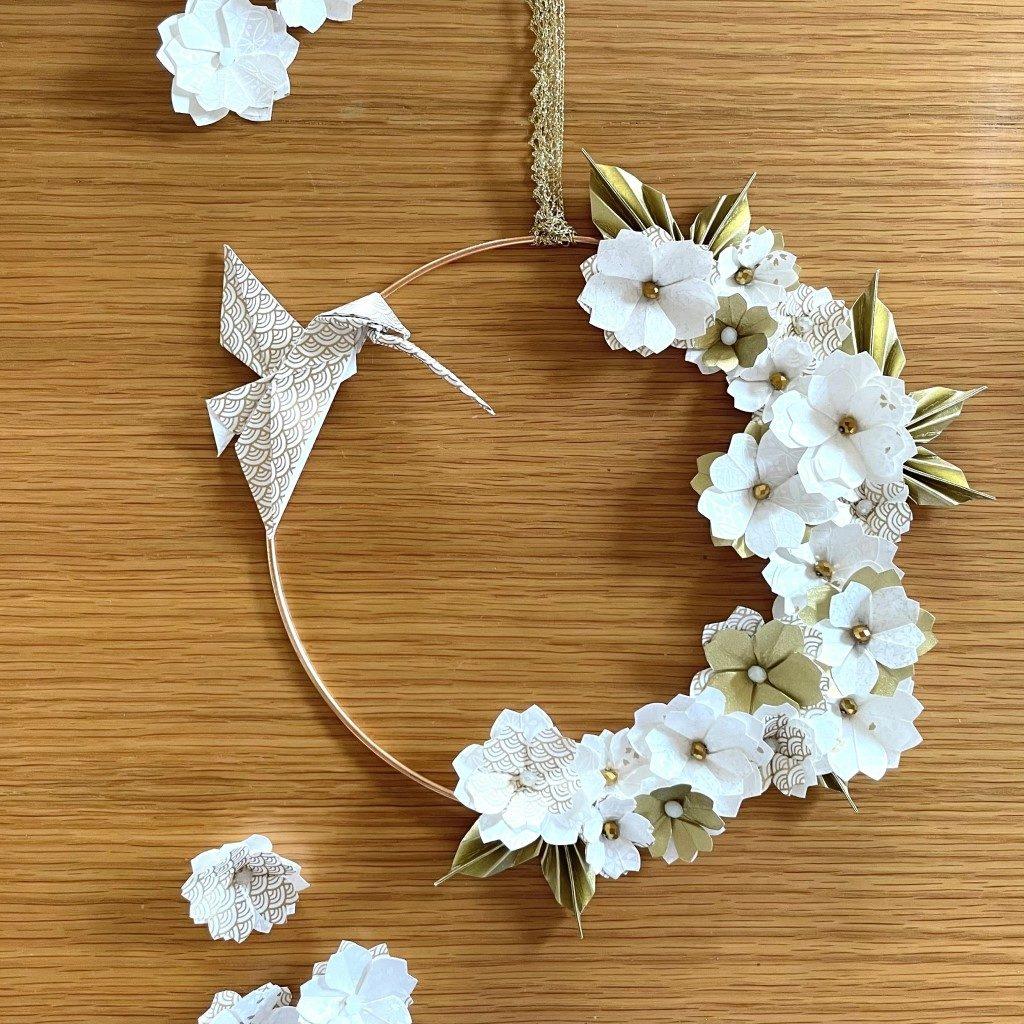 Couronne Kamakura avec fleurs en origami – blanc et or