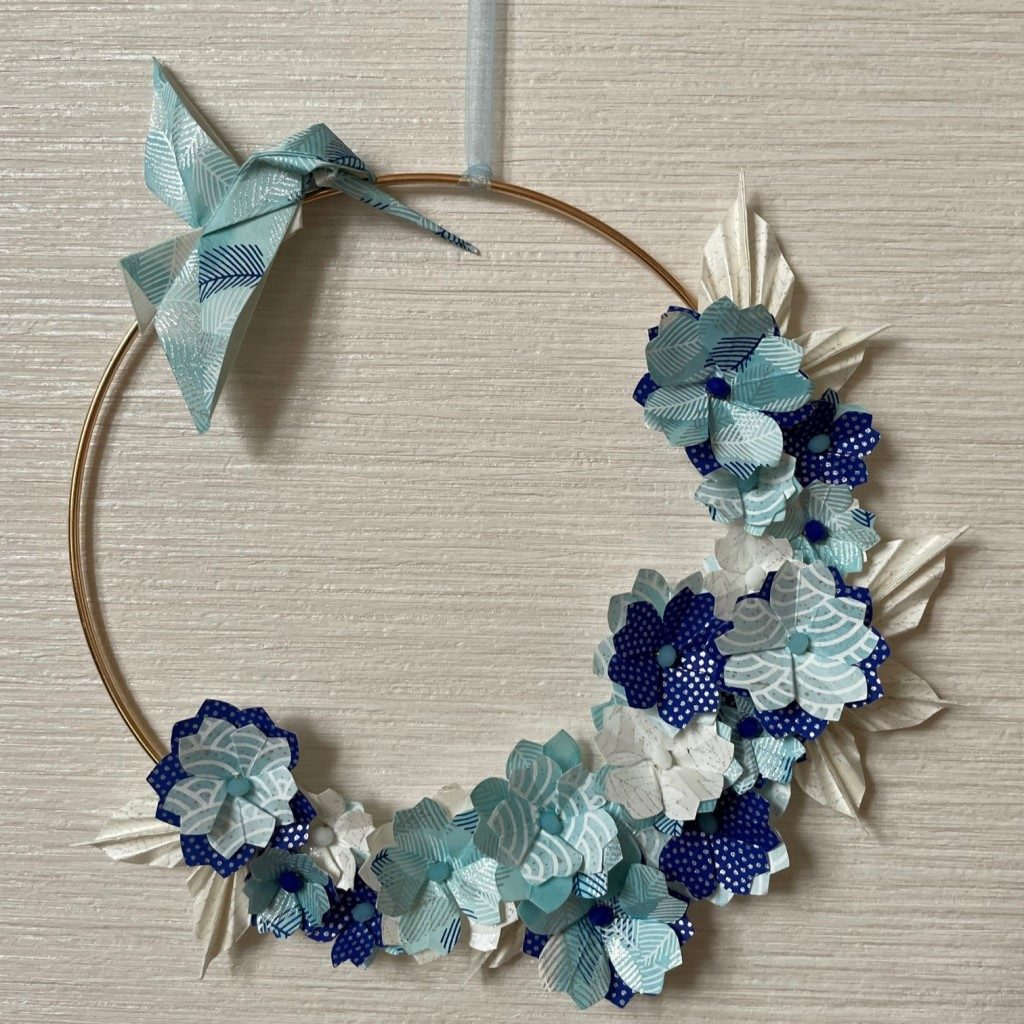 Couronne Kamakura avec fleurs en origami – bleu glacier