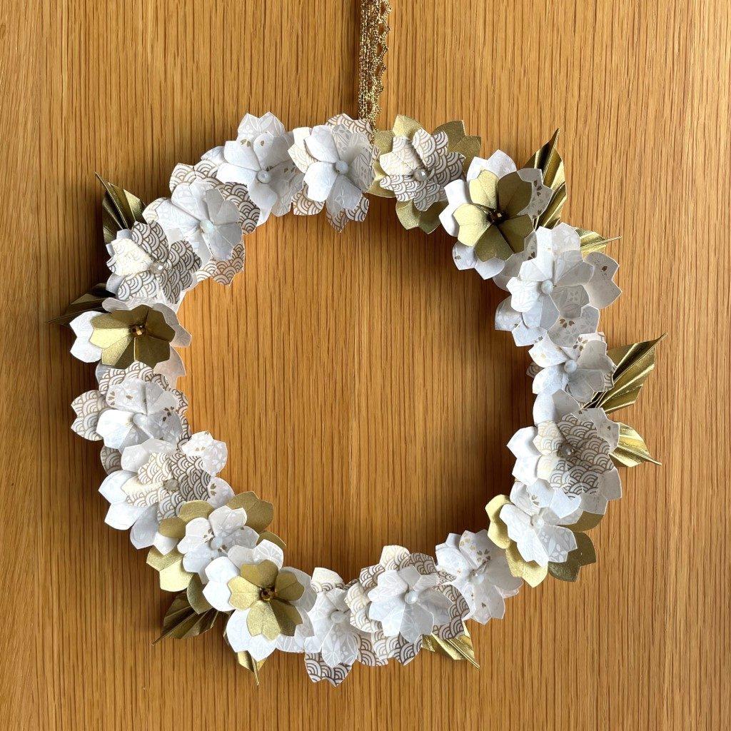 Couronne Osaka avec fleurs en origami – Blanc & Or