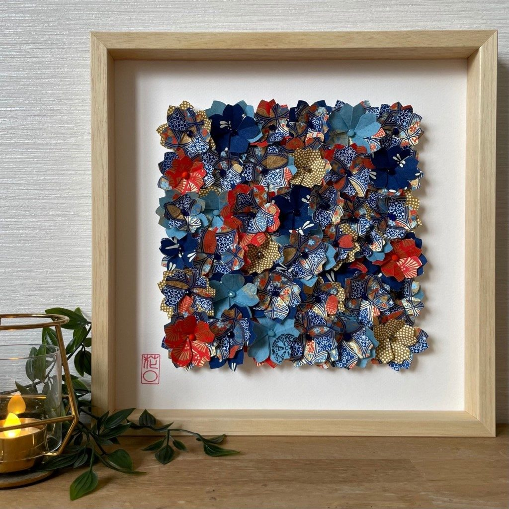 Grand Cadre en bois Fleurs origami – Bleu, orange & Moutarde