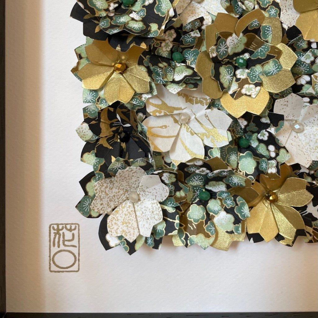 Grand Cadre en bois Fleurs origami – Vert & Or